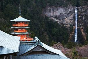 青岸渡寺より那智の大滝を望む