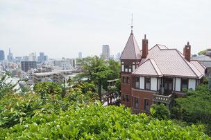 北野天満神社の高台から神戸を望む