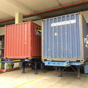 ドライコンテナ。内部は鉄板と木で、エアコンや換気設備がないため、60度以上なる。日本精米のお米は、ほぼこれで輸入されている