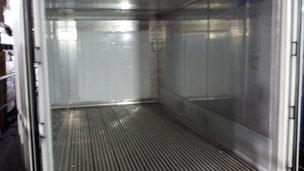 リーファーコンテナ内部は冷蔵庫と同じ材質。
