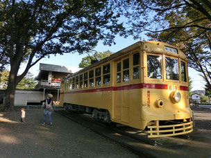 ●公園内には、機関車や消防車、昔の都電車両などが置かれてあって、日によっては中にも入れるようです