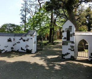 素敵な門の三鷹市山本有三記念館に到着です