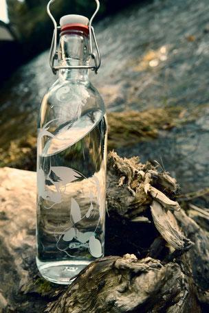 ausgleich , koi , kois , nikishikoi , ying yang , zufriedenheit , glück , gut böse , gegensätze , trinkflasche , flasche , tragegriff , trinken , freiglas , glas , plastikfrei , öko ,  nachhaltig , style , urban , design , wasser, flower of life , drink