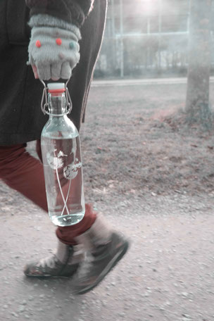 Blume , Pusteblume , Trinkflasche , flasche , tragegriff , trinken , freiglas , glas , plastikfrei , öko , nachhaltig , style , urban , design , wasser, flower of life , drink bottle ,