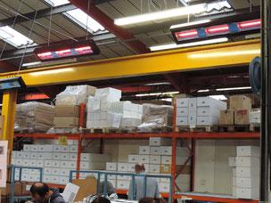 Heizstrahler an einer Packstation für den Versand