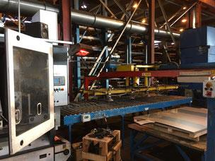 Heizstrahler schafft Wärme für Material am Fließband