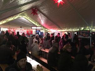 Beheiztes Zelt auf Weihnachtsmarkt