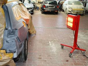 Mobiler Heizstrahler zur Materialtrocknung auf Rollen