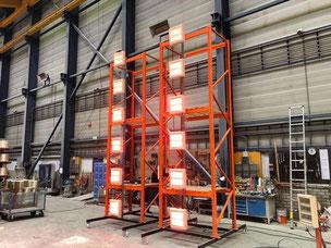 Materialerwärmung durch Heizstrahler in Fabrikhalle