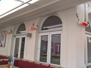 Loungegruppe mit Heizstrahler an Restaurant