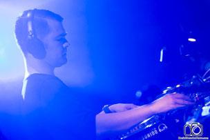 Daniel Gonzalez, Daniel Gonzalez fotógrafo, fotógrafo, fotógrafos, fotógrafo de eventos, fotógrafo de festivales, fotógrafo en España, fotógrafo profesional, DJ, Mixing, DJ Mixing, Festival, Club, Music, EDM music, Fonsi Nieto, discoteca Fabrik Madrid