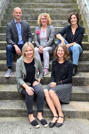 von links nach rechts: Peter Leumann, Eliane Egli, Corina Meyer, Désirée Rust, Joze R. Mubi, Beate Idelmann