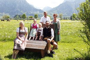 Schloss- und Bergblick