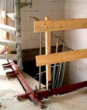 Bautreppe von Bucher Treppen - Bautreppe für die Rohbauphase, am Deckenkantenwinkel befestigt