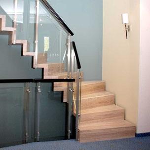 Erneuerung Holztreppe mit Glas von Bucher Treppen Modell BOLERO