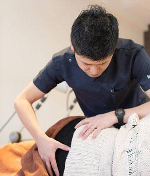 慢性腰痛の施術風景