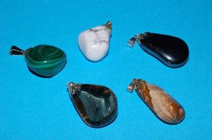 Malachite ; Howlite ; Tourmaline ; Quartz ; Jaspe Paysager