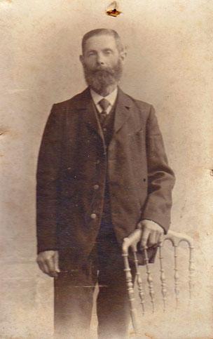 (Ur-Ur-Großvater Uhrig; Vater von Maria Franziska Grasmann, Dorf-Hebamme bis 1950)