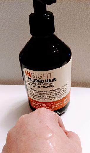 Texture shampoo protettivo colored hair Insight su dorso mano