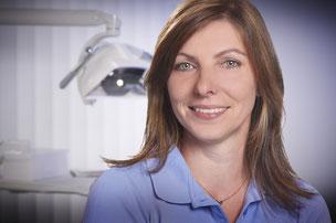 Zahnmedizinische Angestellte der Zahnarztpraxis Dr. Bernd Motyka, Siegen-Weidenau (© Heiner Morgenthal)