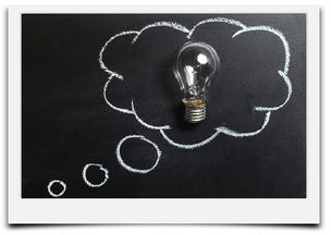 Bild mit Glühbirne zum Thema dieser Unterseite mit den Thema Strategisches Marketing.