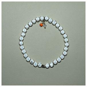 Armband, Eyecatcher weiß, 1-fach, Acrylperlen 6 mm und Anhänger.