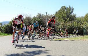 J'emmène le groupe dans la montée vers le village de Castellet