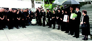翁長知事の告別式が営まれた=13日午後、那覇市