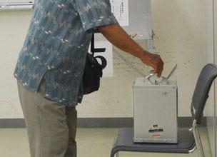 545人の町民が期日前投票で1票を投じた=8日午後、離島ターミナル