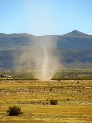 Ungemütlich, wenn Windhosen viel Sand aufwirbeln. Dieses Phänomen sehen wir oft.