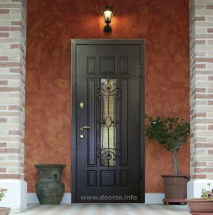 Металлическая дверь с ковкой.