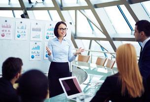 Le management de la stratégie suit un processus pour atteindre les objectifs stratégiques, en conduisant le changement.