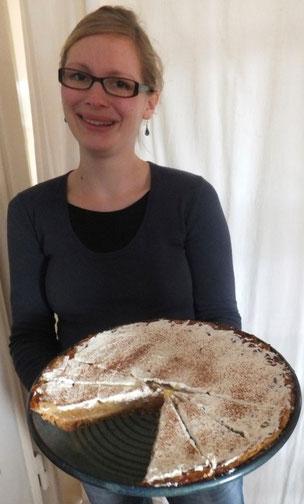Bild: keramische Backform mit einer Hessischen Apfelweintorte