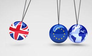 Kugeln mit Union Jack, EU Fahne und Weltkugel, Auswirkungen des Brexit auf die Wirtschaft in der EU