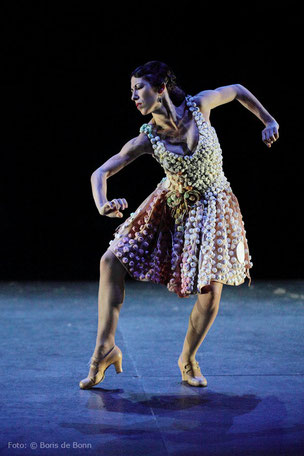 "Flamencotänzerin Ana Morales in ""ReciclArte"" 2014 im tanzhaus nrw / Color-Foto by Boris de Bonn"