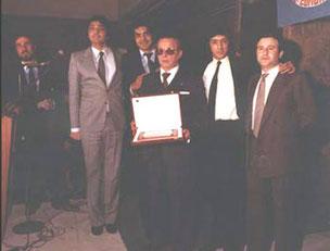 LOS CHICHOS JUNTO A EDUARDO GUERVÓS Y EL MAESTRO JOSÉ TORREGROSA EN UNA ENTREGA DE PREMIOS 1981