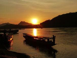 Abendlicher Sonnenuntergang am Mekong in Luang Prabang