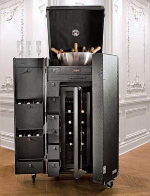 Créée en 2009 par Julien TROSSAT ingénieur de formation qui fut ses armes chez Louis Vuitton durant 3 ans.