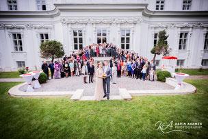 Hochzeitsfoto vor dem Palais Schönburg