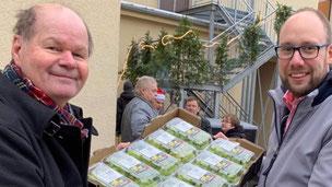 Frank Wyszkowski übergibt 500 Kg Obst, Nudeln und Reis an die Bernburger Tafel