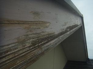 熊本市N様家の外壁木部塗装前。剥がれが発生。