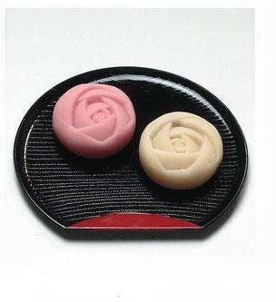 よしみ菓子舗「あやべバラ園の生菓子(4個入)933円」