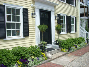 A Picture Perfect Doorway in the Heart of Rockport