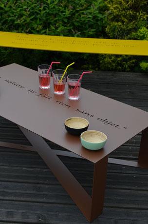 ©IDFER, table basse T-Steel Happiness personnalisable par la couleur et la citation positive