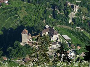 Meran Luft von Oben Südtirol Hochmuth Burg Tirol
