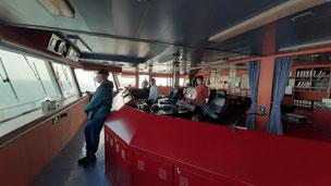 Bild: Auf der Brücke des Containerschiffs