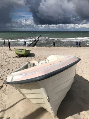 Bild: Boot am Strand von Ahrenshoop