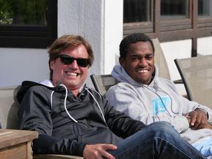 v.l. Dirk Schröllkamp TVO 1. Vorsitzender, Darian King, ehemalige Nr. 1 der 1. Herren