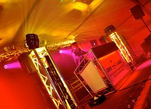 Bühne Zeltdisko in Asbach - Herzrasen Single-Disco-Party mit Mr. Dee-Age zu Pfingsten