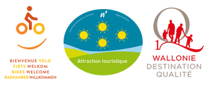Logos de labels: Bienvenue vélo, Attraction touristique, Wallonie destination qualité.